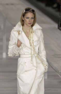 http://www.livingly.com/runway/Chanel/Paris Fashion Week Spring 2004/O7o0tX0MVDb