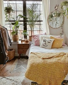 Oh my. I think I found my dream bedroom 😍 bedroom plants 25 Small Bedroom Ideas That Are Look Stylishly & Space Saving Space Saving Bedroom, Teenage Room Decor, Home Design, Interior Design, Design Ideas, Design Design, Design Trends, Design Inspiration, Couple Room