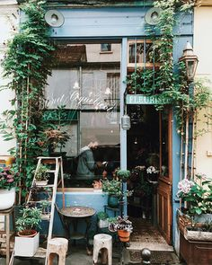 Paris Flower Shop, Song Of Style – Modern Tiny House Company, Company Cafe, Song Of Style, Café Bar, Coffee Shop Design, Design Shop, Cozy Coffee Shop, Flower Shop Design, Paris Coffee Shop