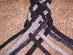 Beautiful 8 string weave. Very similar to celtic knotting.