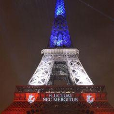 La Tour Eiffel le 16 novembre en bleu blanc rouge lors de sa réouverture avec la devise parisienne en latin   via Instagram http://ift.tt/1SX7ZYY  #JesuisParis Actualité Civilisation Terrorisme