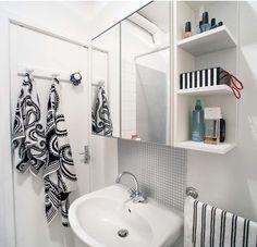 Bright and feminine bathroom / Salle d'eau lumineuse et féminine | More photos http://petitlien.fr/studio16m²