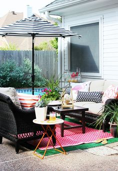 Blogger Cassie Freeman took another look at her chic poolside patio makeover and decided to make a few changes. Take a look at how she made her gorgeous patio even more functional.