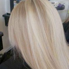 """Stunning #blonde on my gorgeous client @pixielix83 using @pravana and @olaplex. #nofilter #colourmelt @evolvehairconcepts #olaplex…"""