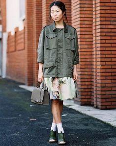 street-style-camisa-militar-e-vestido