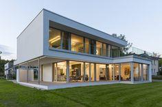 Ein individuelles Wohngefühl mit einem Höchstmaß an Eleganz bietet dieses moderne Traumhaus mit Flachdach.