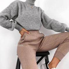 Jogger pants are life 💭😍😍 🔎 Pant - Marry Ko. - Aurora - Jogger pants are life 💭😍😍 🔎 Pant - Marry Ko. Jogger pants are life 💭😍😍 🔎 Pant - - Winter Fashion Outfits, Fall Winter Outfits, Look Fashion, Autumn Fashion, Womens Fashion, Sporty Fashion, Classy Fashion, Fashion Clothes, Fashion Fashion