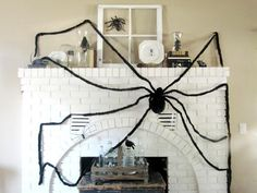 Halloween decorations : IDEAS & INSPIRATIONS  Creepy Crawly Halloween Mantel