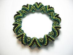 Tutorial Spiral Bangle Peyote Pattern. Step by Step instructions to make a chunky twist bangle from 7 sizes of seed beads and glass drops.