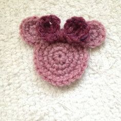 Crochet a Cute Minnie Mouse Applique - Guidecentral Cute Adornment on scarves, hard, headbands for a Minnie Mouse lover. Love Crochet, Crochet Motif, Crochet Flowers, Crochet Stitches, Crochet Baby, Knit Crochet, Crochet Appliques, Easy Crochet, Mickey E Minie