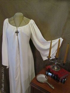 Simple medieval nightgown!?