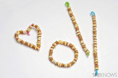 An easy bird treat out of pipe cleaner and cheerios.