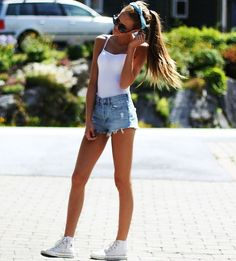 LOVE this>>> white tee, highwaisted , headband