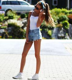 LOVE this>>> white tee, highwaisted , headband