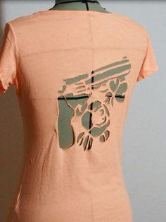 t shirt recycle Zerschnittene Shirts, Diy Cut Shirts, T Shirt Diy, T Shirt Weaving, Cut Shirt Designs, Cut Up T Shirt, Diy Crop Top, Cut Clothes, Diy Tops