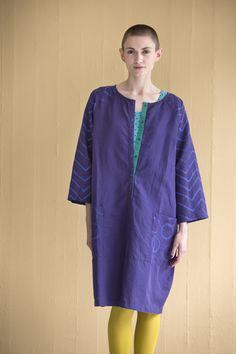 """Ostern mit Gudrun Sjödén - Das Kleid """"Popsy"""" aus Leinen/Baumwolle ist ein einfarbiges Kleid, dessen Oberfläche für die richtige patinierte Optik behandelt wurde. Bestelle jetzt dein neues Kleid mit farbenfrohen Akzenten: http://www.gudrunsjoeden.de/mode/produkte/kleider"""