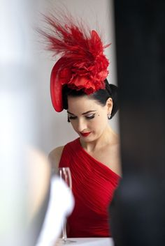 Dita Von Teese wearing a gorgeous race day fascinator x Dita Von Teese, Aaliyah, Red Fascinator, Idda Van Munster, Spring Racing Carnival, Race Wear, Red Hat Society, Kentucky Derby Hats, Fancy Hats