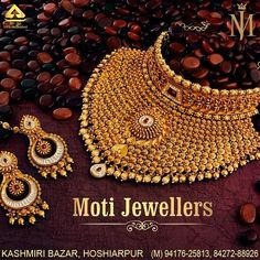 Khazana Jewellery offers exquisite collection of Gold Jewellery Designs for women. We are one of the Top jewellers in India having beautiful Indian bridal necklace & bridal jewelry sets with latest designs from our stores. Classic Bridal Jewellery, Indian Bridal Jewelry Sets, Indian Jewelry Earrings, Gold Jewellery, Gold Bangles Design, Jewellery Designs, Necklace Designs, Bridal Necklace, Gold Necklace