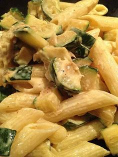 Penne zucchini curry - Rachel and her light and delicious cuisine - I love pasta! Fancy a quick recipe with leftover protein free protein. For 2 pers 8 pp / pers (for - Pastas Recipes, Veggie Recipes, Vegetarian Recipes, Healthy Recipes, Salad Recipes, Zucchini Curry, Vegetarian Italian, Italian Cooking, Salty Foods