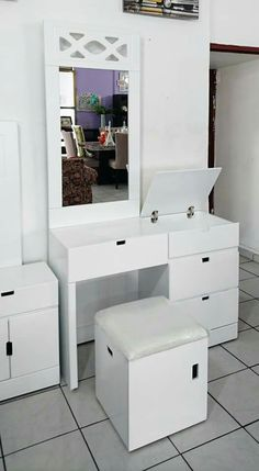 Space Saving Furniture, Home Decor Furniture, Furniture Design, Indian Bedroom Decor, Home Decor Bedroom, Mirror Decor Living Room, Teen Room Makeover, Girls Bedroom Storage, India Home Decor