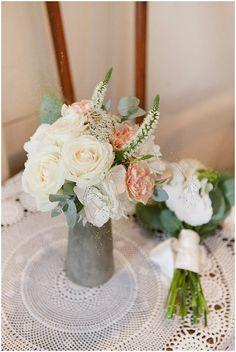 shabby chic flowers for a wedding © - Sophie Delaveau via www.frenchweddingstyle.com #flowers