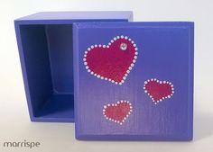 Caixa lilás em mdf com estêncil de coração #artesanato #feitoamao #manual #mimos #presente #criativo #marrispe #mdf #estencil #lembrança #artesanal