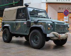 Land Rover Defender 90 Soft Top. Cars potting.