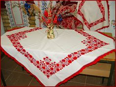 Mint országszerte általában, Szécsény környékén is a színes hímzést, a… Tablecloth, Hungarian Embroidery, Fabric Scraps, Hungary, Embroidery Patterns, Folk Art, Cross Stitch, Pottery, Quilts