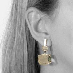 Brinco Retangular com banho de Ouro 18K e Cristal Rutilado.  COMPRE AQUI: http://bberry.com.br/colecoes/casual/brinco-retangular-cristal-rutilado.html