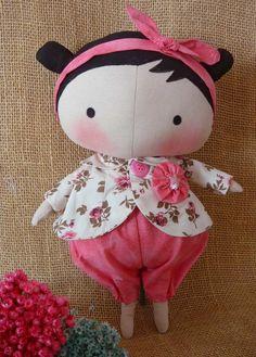 Boneca Tilda Sweethe art, 35 cm de pura gostosura. <br> <br>Atenção, esta boneca não fica de pé sozinha. <br> <br>Solicite tecidos disponíveis para produção