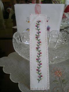 Cross Stitch Fruit, Cross Stitch Bookmarks, Crochet Bookmarks, Cross Stitch Books, Cross Stitch Cards, Cross Stitch Borders, Cross Stitch Rose, Modern Cross Stitch Patterns, Cross Stitch Designs
