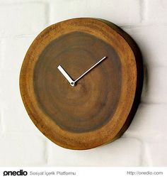 We love this beautiful clock that is the embodiment of simplicity - a pair of hands neatly incorporated into a wood log slice. Time wooden stand still. Pecan Wood, Unusual Clocks, Deco Originale, Diy Clock, Clock Wall, Wood Clocks, Wood Creations, Wood Design, Wood Wall