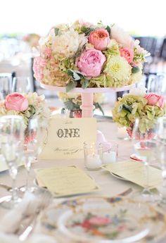 Gorgeous table setting. Love the pedestal cake base idea!