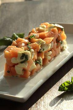 On dine chez Nanou: Tartare très frais de melon/mozzarella/basilic