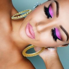 Love the sexy pink and violets on the eyes. It would be such fun to experiment with this look on my boyfriend ;)