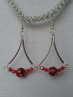 Boucles d'oreilles trapèze et perles rouges