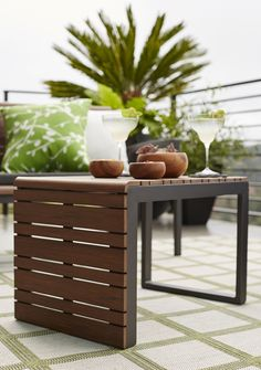 With weather-resistant polystyrene translating the beautiful grain and warm tones of natural Brazilian ipe wood, everyone does a double take when they first see our exclusive Rocha outdoor lounge collection.