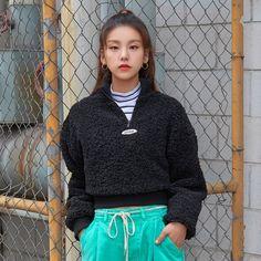 """2019 FW """"Soul Full of Andar"""" Collection South Korean Girls, Korean Girl Groups, Loona Kim Lip, Programa Musical, Ulzzang Girl, New Girl, Girl Crushes, Kpop Girls, Cool Girl"""