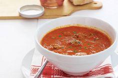 Kijk wat een lekker recept ik heb gevonden op Allerhande! Paprika-tomatensoep met ballen
