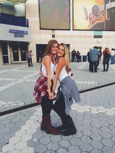 Best friend country concert picture ideas