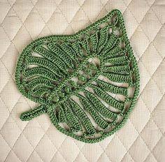 Irish Crochet Lab is a detailed online course of how to make Irish Crochet Lace. Pattern Leaf, Crochet Leaf Patterns, Crochet Leaves, Doily Patterns, Crochet Flowers, Freeform Crochet, Thread Crochet, Knit Crochet, Knooking