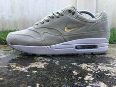 9dec8add909 Nike Air Max 1 ® Premium SC Jewel Size 8 UK Mens Trainers Olive Gold 918354