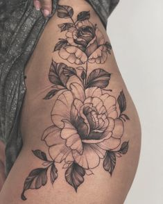 Gorgeous And Sexy Hip Thigh Floral Tattoo Designs You Will Love; Popular And Sex. - Gorgeous And Sexy Hip Thigh Floral Tattoo Designs You Will Love; Popular And Sexy Floral Hip Tattoo - Tattoo Femeninos, Piercing Tattoo, Piercings, Body Art Tattoos, Sleeve Tattoos, Tatoos, Hip Thigh Tattoos, Rose Tattoo Thigh, Hip Tattoos Women