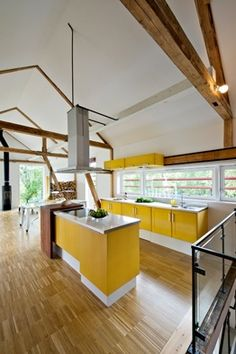 Beautiful Barn | Haugen/Zohar _ wood beams + colorful kitchen