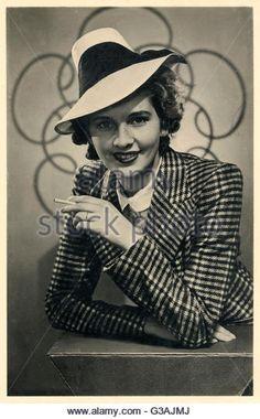 a-very-striking-1940s-dutch-fashion-model-wearing-a-plaid-jacket-and-g3ajmj.jpg (335×540)