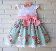 vestido 1 ano aniversario - Pesquisa Google Toddler Dress, Toddler Outfits, Baby Dress, Kids Outfits, Fashion Kids, Baby Girl Fashion, Little Girl Dresses, Girls Dresses, Kids Frocks