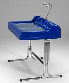 Vittorio Parigi and Nani Prina; Fiberglass, Chromed Metal and Glass'Oryx' Desk for Molteni and Co, 1970.