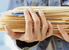 Woman holding folders, close-up - Barry Yee/Photographer's Choice RF/Getty Images