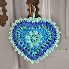 Tecendo Artes em Crochet: Coração Mega Fofo com Gráfico!                                                                                                                                                      Mais