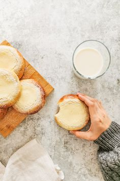 These homemade Finnish sweet bread buns have a delicious and creamy quark filling. Pulla Recipe, Salmon Soup, Finnish Recipes, Baking Buns, Sweet Buns, Big Bun, Bun Recipe, Bread Bun, Dry Yeast